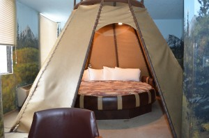 The Teepee 10 sided Large Bed With Light Above