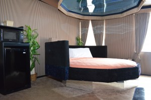 The 10-Sized Bed With Mirror Above
